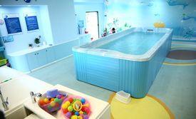 仅售39元!价值50元的小飞鱼婴幼儿服务中心幼儿游泳单次,提供免费WiFi。