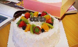 仅售89元!价值168元的麦田蛋糕6选1,约10英寸。外表铺满香浓鲜奶油,以新鲜的草莓点缀,内馅是幼滑的布丁与水果,与挚爱的亲友一起分享,满满的幸福滋味在心头!。