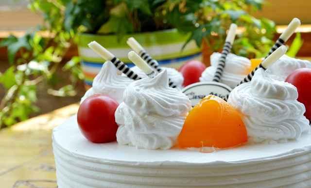 欢乐时光蛋糕1个,约8英寸,圆柱