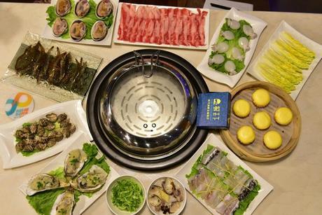 :长沙今日团购:【德思勤城市广场】鲜天下蒸汽海鲜主题餐厅仅售318元!价值443元的四海共享四人餐,提供免费WiFi。