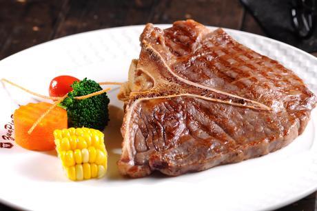 【五一广场】尊品牛排仅售155元!最高价值168元的午市双人牛排套餐,提供免费WiFi。