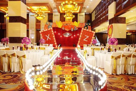 :长沙今日团购:【芙蓉区】南景饭店仅售618元!最高价值933元的豪华商务套餐,建议6人使用,可免费使用包间,提供免费WiFi。