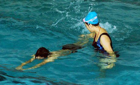王源游泳图片