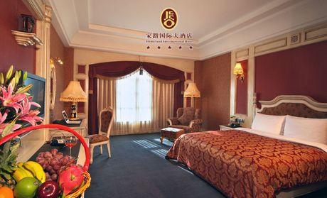 家路国际大酒店:欧式豪华大床房入住1晚
