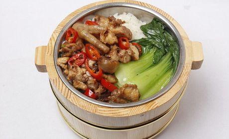 规格 小计 木桶饭7选1 红烧土鸡木桶饭 ¥15 1份 ¥15 红烧牛腩木桶饭