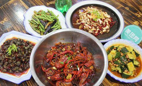 武汉刘氏油焖龙虾夜宵大排档:3-4人餐,提供免费wifi,美味不停歇