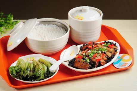 :长沙今日团购:【汽车西站】蒸美味仅售17元!最高价值21元的精品套餐,建议单人使用,可免费使用包间,提供免费WiFi。