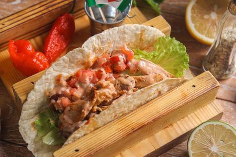 :长沙今日团购:【五一广场】MOCO墨西哥餐吧仅售4元!价值26元的招牌墨西哥鸡肉蘑菇卷1份,提供免费WiFi。