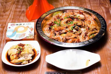 :长沙今日团购:【芙蓉区】赖胖子肉蟹煲仅售128元!最高价值194元的超值2人餐,可免费使用包间,提供免费WiFi。