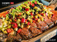 江边城外烤全鱼的图片
