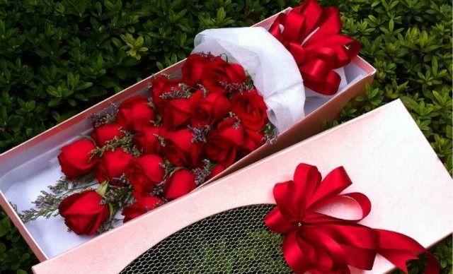 19朵红玫瑰花束+配草+包装1次