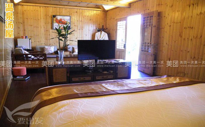 大气端庄的欧式装修,暖色调的精巧设计,豪华敞亮的落 地大窗,精巧别致