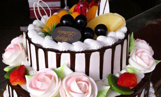 欧式巧克力水果双层夹心蛋糕