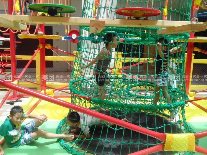 座简单的儿童乐园