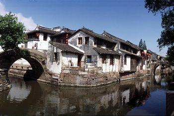 【上海出发】周庄、双桥、富安桥等2日跟团游*浪漫水乡经典游-美团