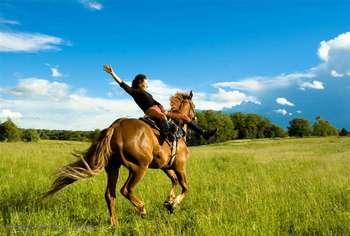 【秦皇岛出发】内蒙乌兰布统草原、乌兰布统影视基地、红山军马场等纯玩2日跟团游*去草原越野骑马烤全羊-美团