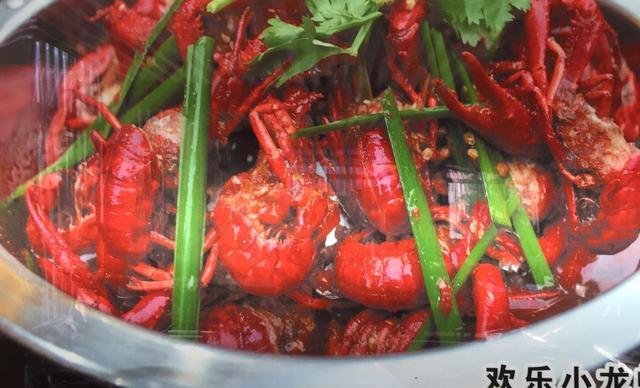 蜀国锅香欢乐小龙虾四人餐,提供免费WiFi
