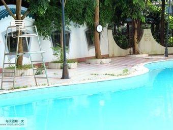 岭南家园小区游泳池