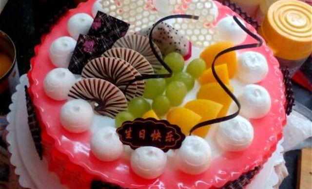 一口酥蛋糕水果蛋糕,仅售38元!价值48元的水果蛋糕1个,约8英寸,圆形、心形。