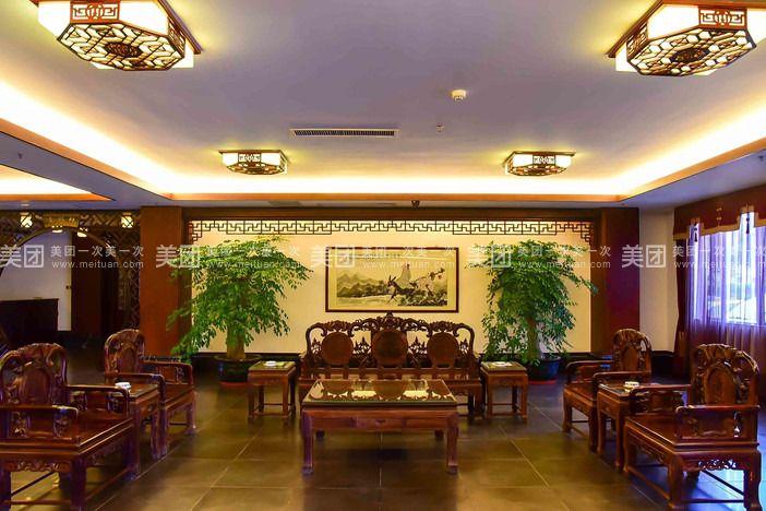 新兴悦和庄酒店是一家以禅文化为主题的四星级标准中式仿古建