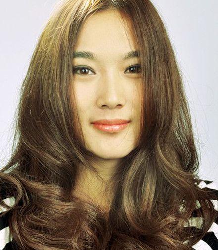瓜子脸女生短发发型介绍