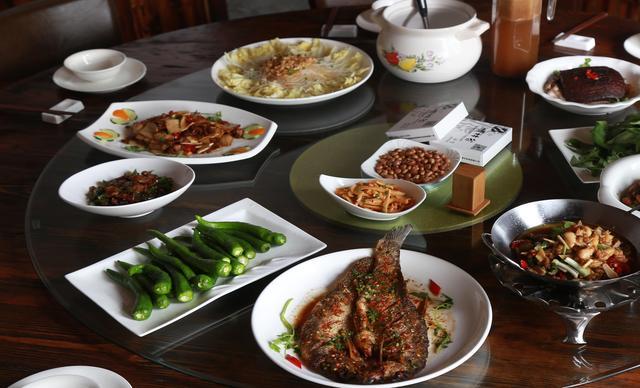 :长沙今日团购:【大锅饭主题餐厅】8-10人套餐,提供免费WiFi