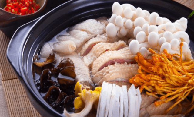 :长沙今日团购:【椰城·营养餐厅】海南椰子鸡汤锅,建议3-5人使用,提供免费WiFi