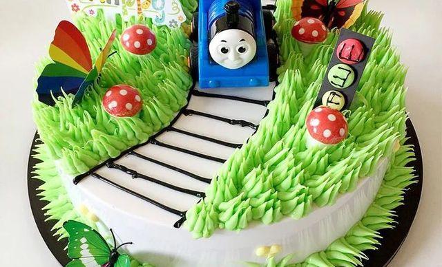 :长沙今日团购:【小小嘟烘焙】托马斯蛋糕1个,约8英寸,圆形