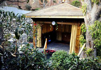 【袁州区】明月山维景温泉+白沙餐厅自助套餐双人票-美团