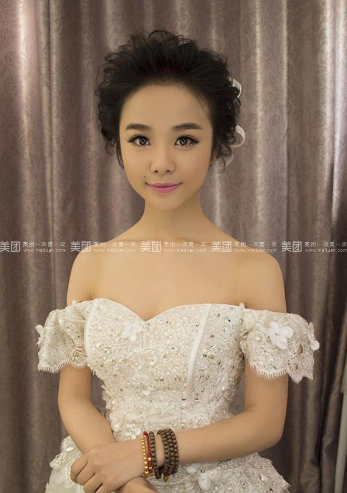 鲜花新娘手绘妆面图