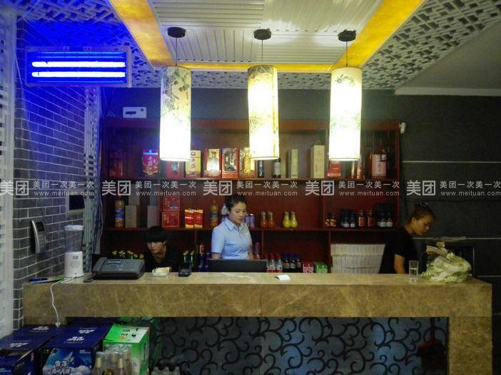 黄鹤楼泓淳饭店是一家以经营湖北特色菜和川陕菜为主的一家特色餐厅