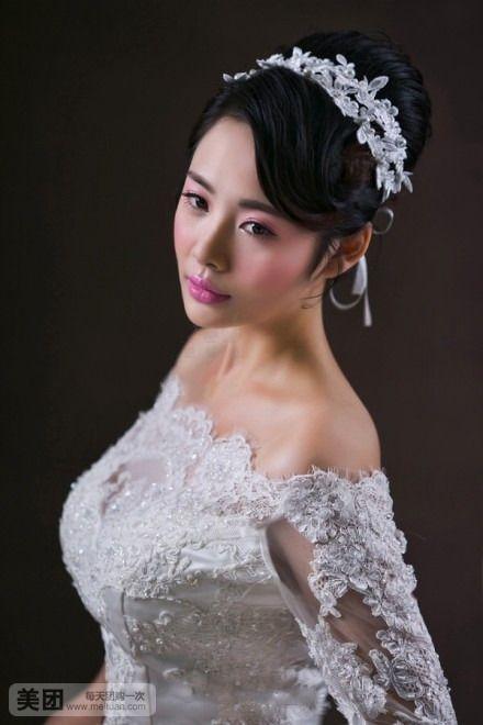 敬酒服所需精美饰品(头饰,皇冠,项链,耳环等等) 新娘前来试妆时请携带