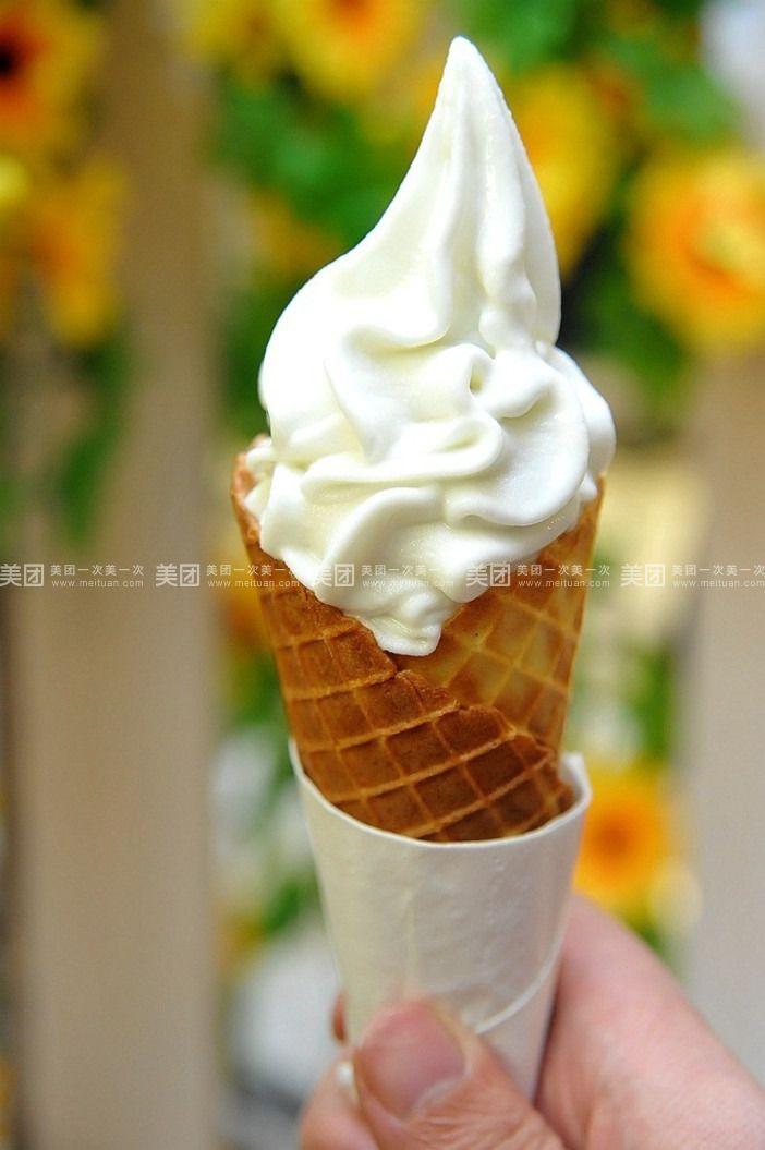 上可爱甜筒冰淇淋