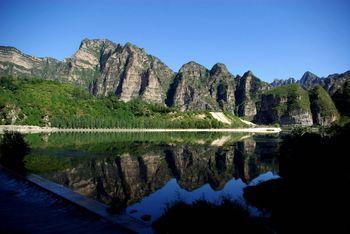 【唐山出发】野三坡百里峡景区、东湖港2日跟团游*赠送篝火、烤羊-美团