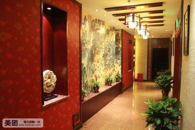 大桶大足浴成立于2003年1月12日,是由上海大桶大投资管理咨询有限公司全权经营、管理的连锁企业。公司通过长期致力于保健、养生等专业技术的培养,能使现在社会人群即时体会养生。公司秉着宏扬中华五千年的保健文化,结合都市上海的时尚前沿养生理念,在上海及一些外地市场赢得很多客户的信赖与支持。