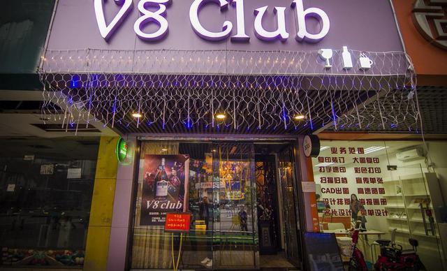 V8 club2-4人餐,仅售318元!最高价值354元的红酒套餐,建议2-4人使用,提供免费WiFi。