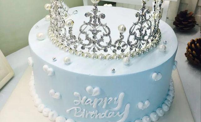 :长沙今日团购:【小小嘟烘焙】女神皇冠蛋糕1个,约8英寸,圆形
