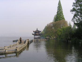 【上海出发】乌镇、杭州西湖游船风景区3日跟团游*杭州乌镇苏州三日游-美团