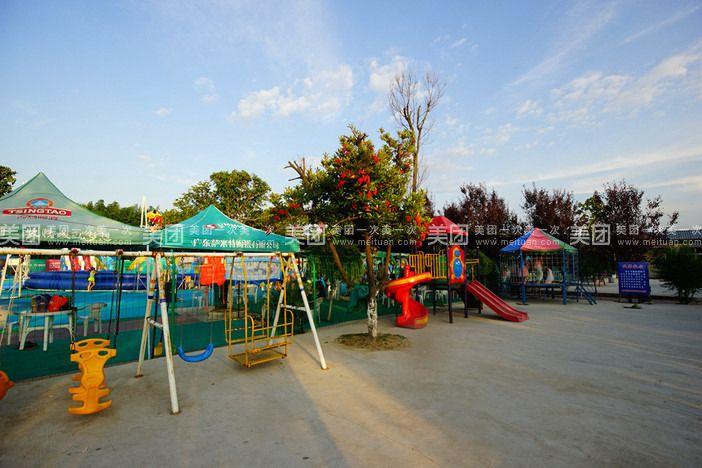园内可免费观赏鸵鸟,孔雀等;儿童可免费享受园内游乐玩具.