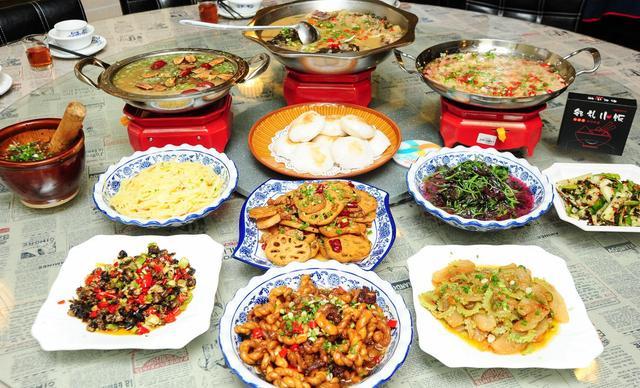 :长沙今日团购:【邻礼小饭】聚会套餐,建议8-10人使用,提供免费WiFi