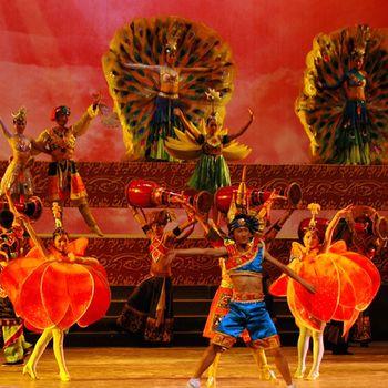 【沙湾】勐巴娜西超级歌舞秀门票成人票-美团
