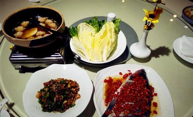 【通程温泉大酒店和香海鲜美食汇】2-3人套餐,提供免费WiFi