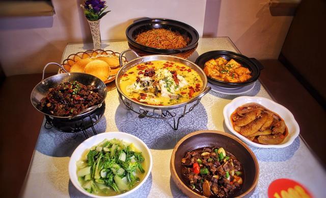 :长沙今日钱柜娱乐官网:【看菜呷饭饭店】6-8人套餐,包间免费,提供免费WiFi