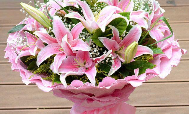 花之爱鲜花百合大众花束 套餐,仅售168元!价值388元的百合大众花束 套餐