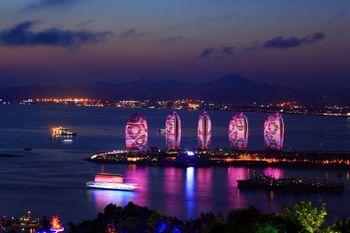 【其它】夜游三亚湾公主号船票+海南梦龙海洋馆门票(成人票)-美团