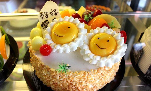 花生碎欧式水果蛋糕