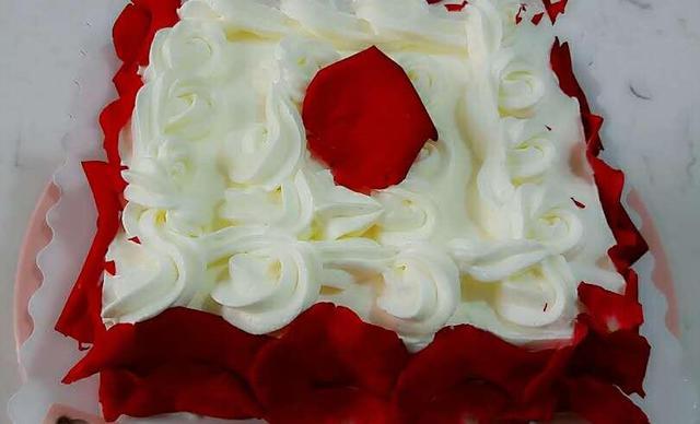 :长沙今日团购:【遇见DIY蛋糕烘焙工作室】玫瑰蛋糕1个,约8英寸,圆