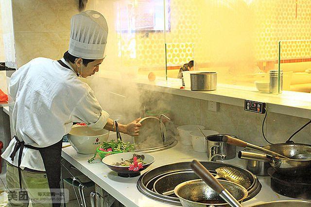 冒菜厨房设计图片