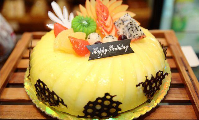 煌家蛋糕10寸水果蛋糕,仅售72元!价值98元的10寸水果蛋糕1个,约10英寸,圆形。