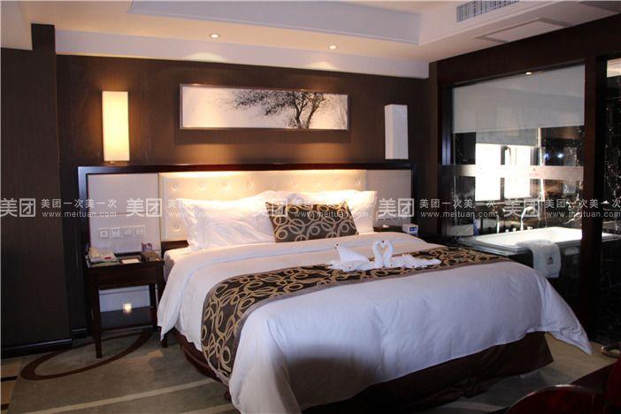 """金巴兰酒店坐落于享有""""鹭岛""""之称的花园城市,地处厦门市思明"""